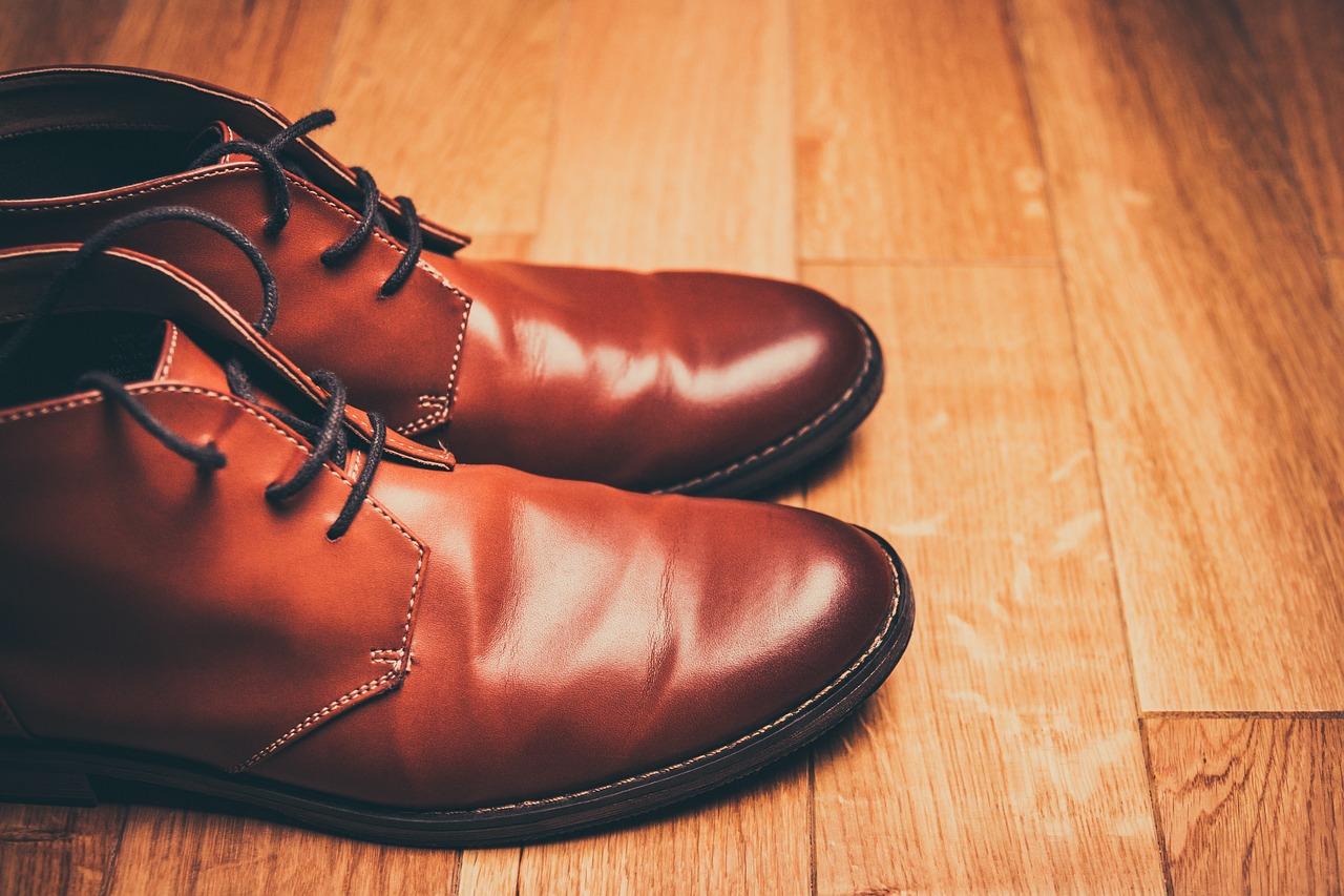 Jak prawidłowo czyścić buty skórzane i zamszowe?